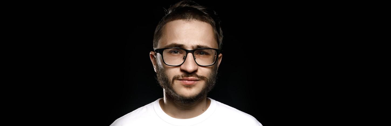 Rīgā uzstāsies populārs blogeris un dziedātājs Eldars Džarahovs